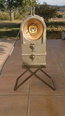 Ancien projecteur style manufacture avec petit compartiment