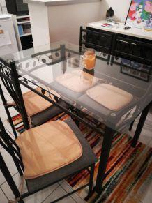 Table avec ses 4 chaises Conforama