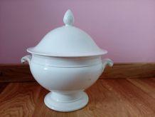Soupière en porcelaine opaque Creil Montereau de la fin du XIXieme