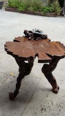 Table salon en forme de feuillede vigne