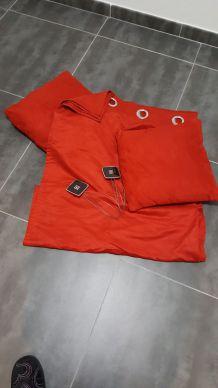 Rideaux et coussins rouge velours Leroy merlin