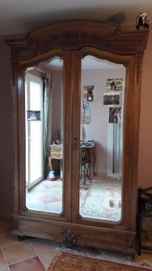 Armoire ancienne avec miroirs