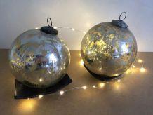 Deux boules en verre mercurisé