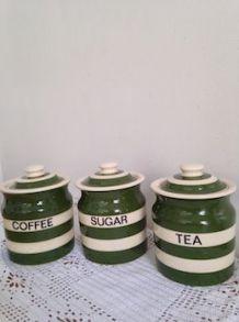 Trois pots anciens : Sugar, Coffee and Tea