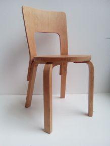 chaise modèle 66 de Alvar Aalto