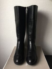 Bottes cavalières en cuir neuves coloris noir marque Tamaris Pointure 40