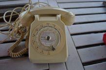 Téléphone S 63 a cadran Ivoire vintage