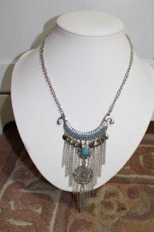 Collier style indien effet argente diamant bleu