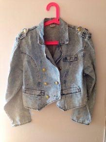 Veste en jeans à boutons dorés taille 38