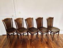 Série de 5 chaises bistrot Thonet en bois gravé
