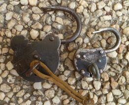 lot  de  2 cadenas  anciens + clées