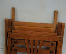 fauteuil vintage d'enfant pliable en bois