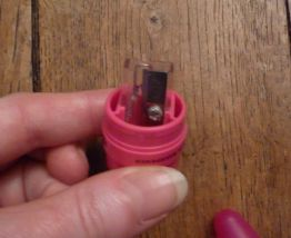 Taille crayon de maquillage rose- Ellipse