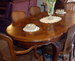 Table + 6 chaises régence noyer massif