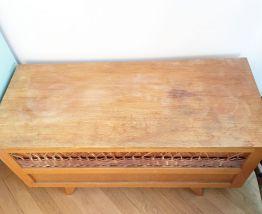 Banc coffre à jouets vintage en bois et rotin 70's