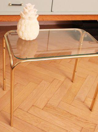 Table d'appoint en verre avec pieds dorés