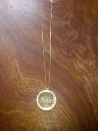 Chaînes en or avec pendentifs diamant