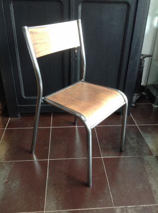 Grande chaise d'école
