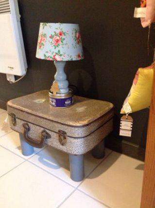 Petite table de chevet valise vintage luckyfind for Petite table de chevet