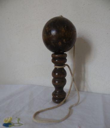 Ancien bilboquet en bois, jouet vintage