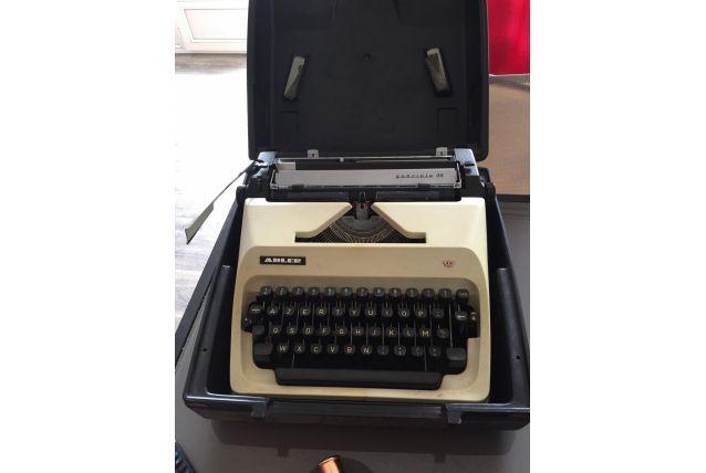 machine à écrire Adler