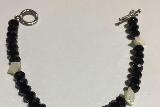 Bracelet perles noires et nacre