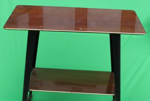 Table de télévision à roulette